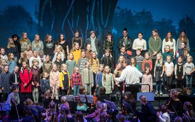 Jongeren koor en orkest Symfonica in D  tijdens een voorgaande editie.