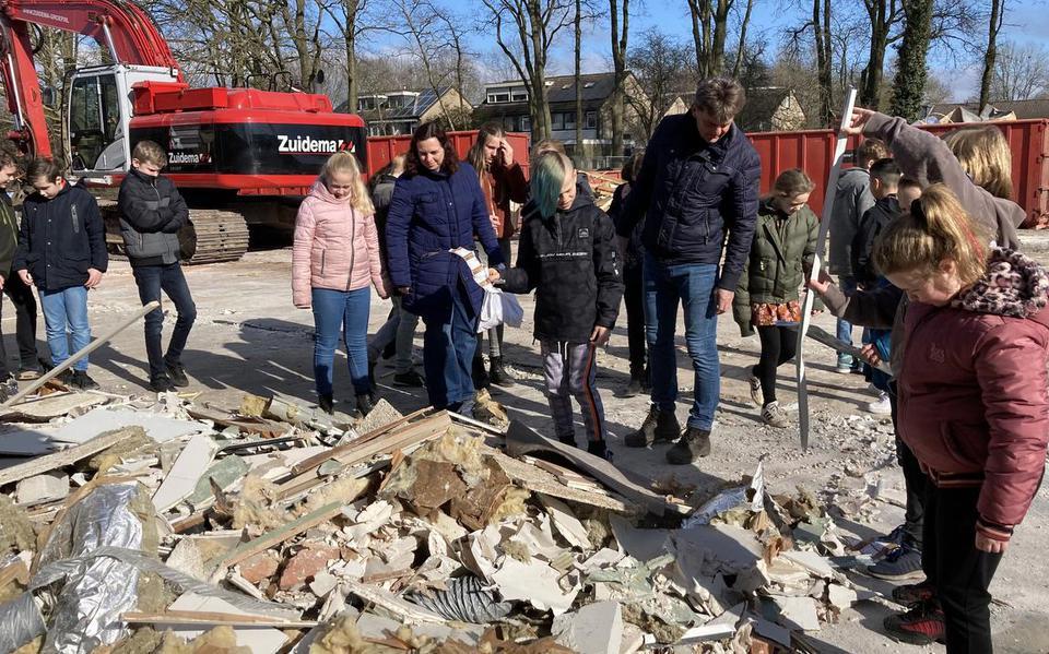 De leerlingen van De Krullevaar bezochten hun oude school, die momenteel gesloopt wordt.
