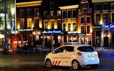 Op de Grote Markt in Groningen is het kort na het ingaan van de avondklok stil op straat.