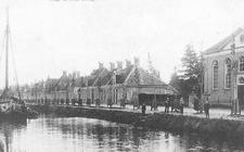 De Hoogeveense Vaart, nu Schutstraat, hoofdader uit de waterhuishouding.