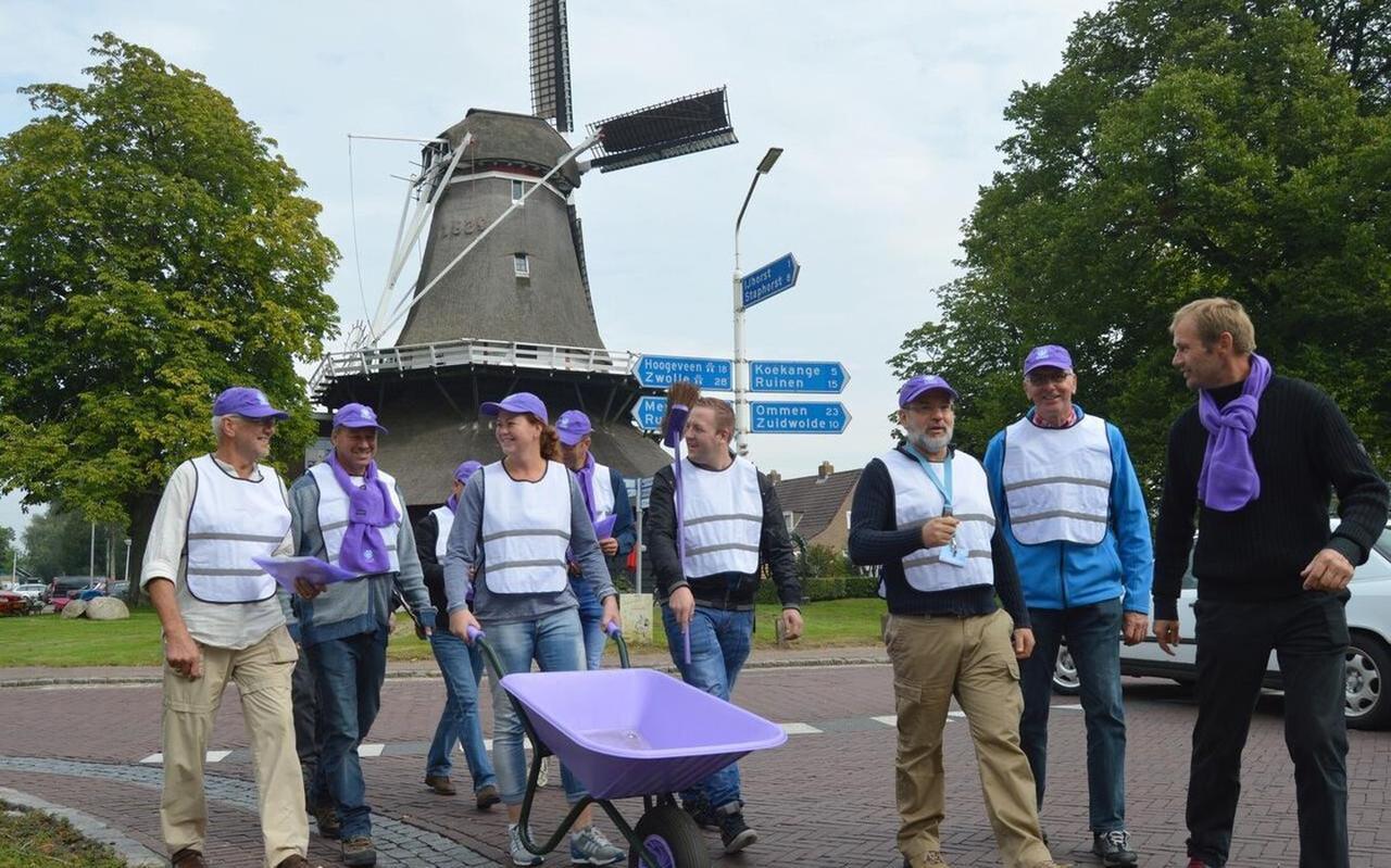 Er kwam (paarse) glasvezel in de grond van De Wolden dankzij vele vrijwilligers, nu kunnen projecten profiteren van een Stimuleringsfonds.