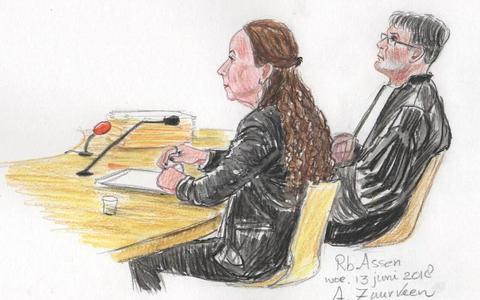 De moeder van Sharleyne in de rechtbank in Assen in juni 2018. Illustratie Archief DvhN/Annet Zuurveen