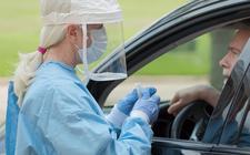 Steeds meer mensen laten zich testen op besmetting met corona.