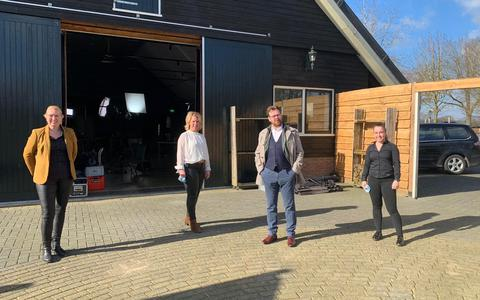 De Rijdende Rechter bezoekt Golfclub Martensplek in Tiendeveen. Buren zijn ziek van overvliegende golfballen: 'Inmiddels hebben ze twee kliko's vol'