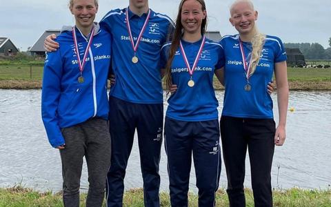 De trotse medaillewinnaars. Van links naar rechts: Alinda Dingshoff, Quinn Heerderik, Charlotte Wilbers en Dominique Dingshoff.