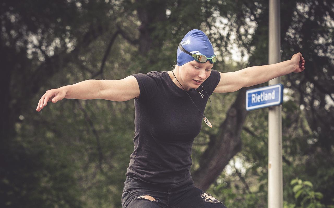 Dominique Dingshoff houdt naast zwemmen ook van turnen, skateboarden en het oplossen van de Rubiks cube.