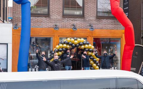 De limousine met de eerste klant reed vanmorgen voor bij De Jongens.