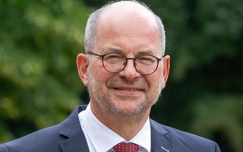 Burgemeester Karel Loohuis: 'Te vroeg voor openen van terrassen'