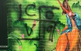 Gebouw De IJsvogel in Hoogeveen beklad met hakenkruizen en verwijzingen naar corona