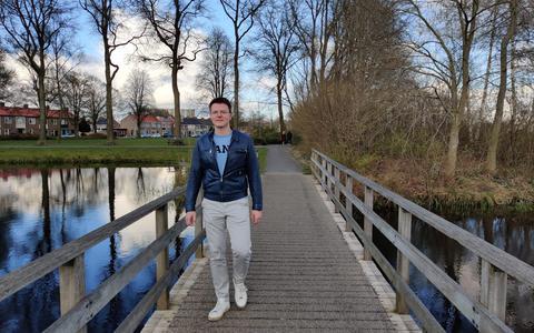 Wandelen langs hotspots van Hoogeveen: Maikel Rabbers houdt stadswandeling met hapje en drankje als pilot