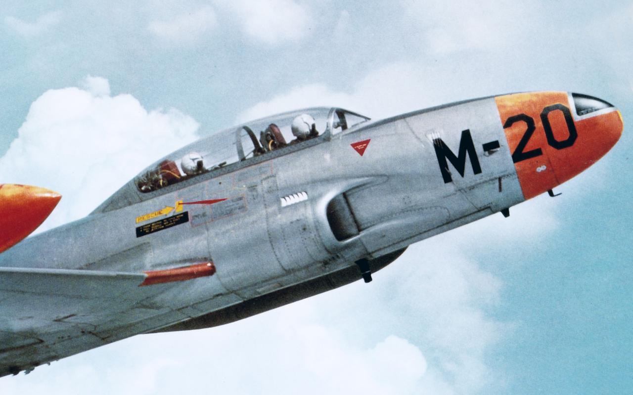 Een Lockheed T-33 van de Nederlandse Luchtmacht. Dat een goede onderlinge communicatie tussen de twee inzittenden van het grootste belang is, is te lezen in deze aflevering van Luchtpost.