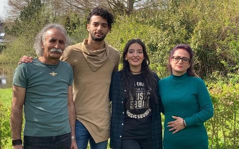 Hossein, Pourya, Kebriya en Ehteram Saghipour Afshar.
