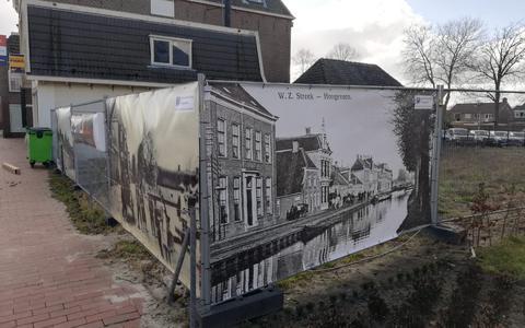 De doeken die onlangs zijn geplaatst aan de Hoofdstraat-Noord.