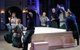 """De repetities voor de voorstelling """"Macbeth + Comedy of Errors"""" in het Shakespearetheater in Diever."""