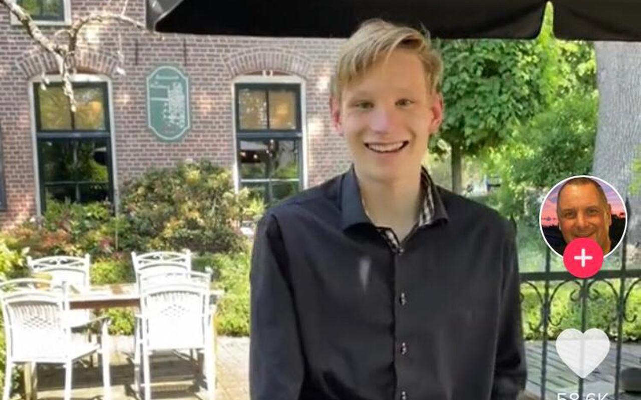 Jort Broers wordt gefilmd terwijl hij aan het werk is op het terras. Hij kan ieder moment horen of hij geslaagd is of niet.