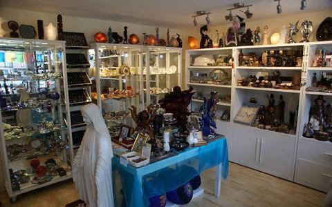 Er zijn dure sieraden gestolen uit een winkel in Hoogeveen. Foto: eigen foto.