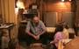 Gerrit Jan van D. praat in 1999 tegen zijn vier oudste kinderen. Beeld: 'De kinderen van Ruinerwold'